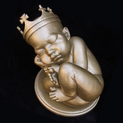 "US artist Daniel Edwards has unveiled this bronze sculpture of Kim Kardashian and Kanye West's unborn baby. The 'Baby Kimye' artwork is part of Edwards' Celebrity Baby Boomer series, which began in 2006. He recently announced plans to unveil a nude pregnant sculpture of Kim Kardashian herself. Her baby is ""depicted as a chubby-cheek-cherub with a swirl design pattern shaved in the hair"", according to the artist's representative. Pictured: Baby 'Kimye' Ref: SPL551797 290513 Picture by: Splash News/Daniel Edwards Splash News and Pictures Los Angeles:310-821-2666 New York: 212-619-2666 London: 870-934-2666 photodesk@splashnews.com"